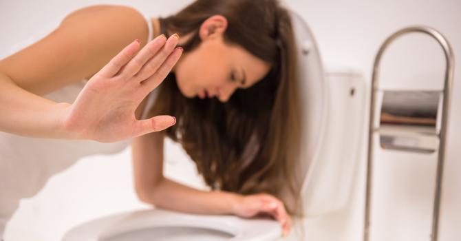 Lendemain de cuite : envie de vomir, mal de ventre, se soulager ?