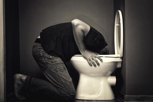 Envie de vomir après avoir bu de l'alcool, que faire ?