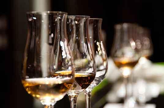 ALCOOL : 7 idées reçues sur l'alcoolémie et la gueule de bois